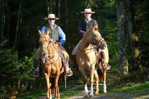 Auf dem gemeinsamen Weg für den würdevollen Umgang mit Pferden.